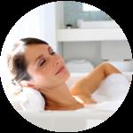 Ein Bad wirkt beruhigend und entspannend. Spezifische Heileffekte können durch verschiedene Zusätze erwirkt werden.