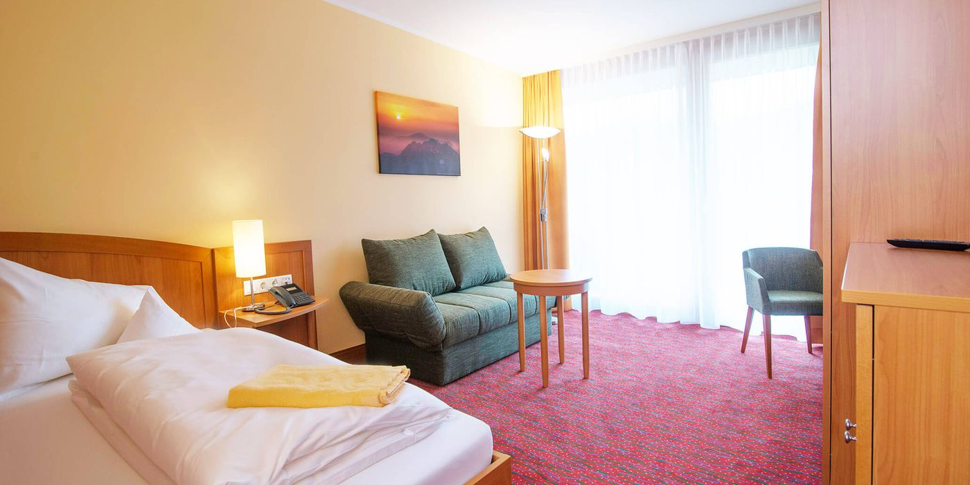 Zimmerbeispiel für ein Wohlfühl Einzelzimmer im Vivea Gesundheitshotel Bad Goisern