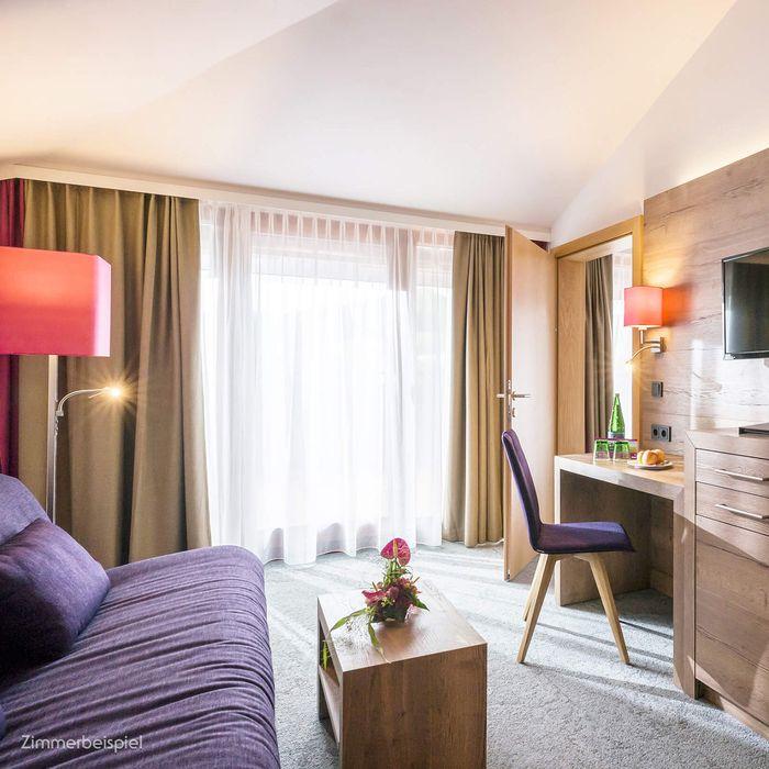 In unserer Wohlfühl Suite finden Sie das stilvolle Ambiente unserer Gesundheitshotels und eine ganze Reihe an klassischen Annehmlichkeiten