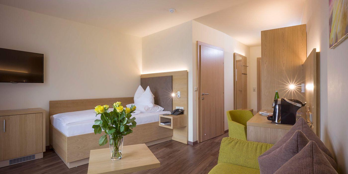 Zimmerbeispiel für ein Premium Einzelzimmer im Vivea Gesundheitshotel Bad Häring