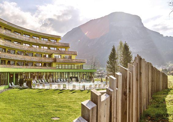 DAS SIEBEN liegt in einer schier unberührten Naturlandschaft auf dem sonnigen Hochplateau von Bad Häring; einem Idyll in den Tiroler Alpen.