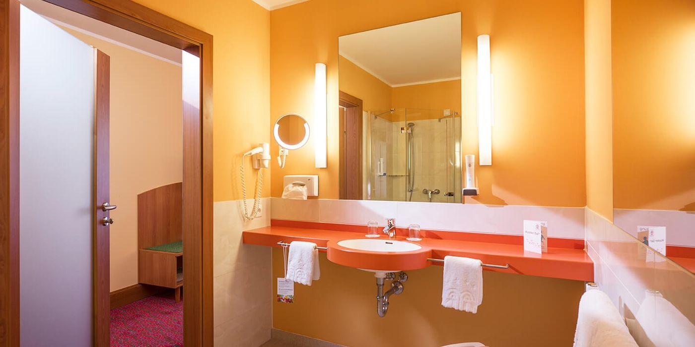 Badezimmer - Premium Doppelzimmer - Vivea Gesundheitshotel Bad Goisern