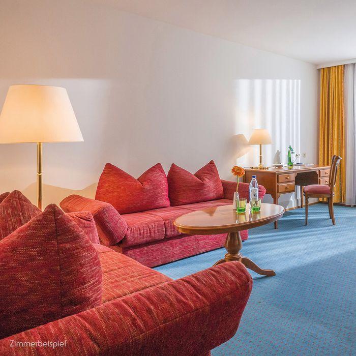In unserer Wohlfühl Suite finden Sie das stilvolle Ambiente unserer Gesundheitshotels und eine ganze Reihe an klassischen Annehmlichkeiten.