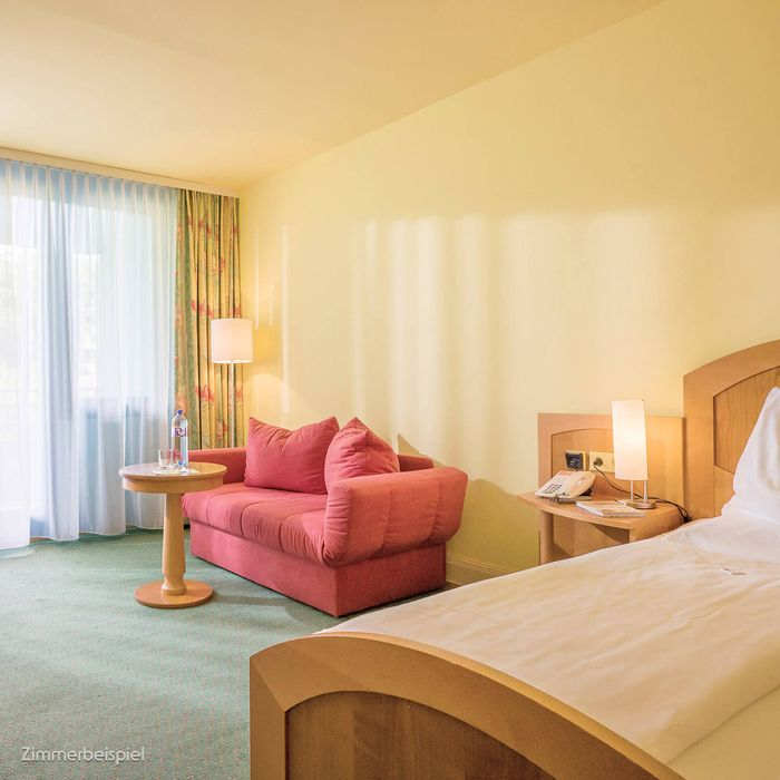 In unserem Wohlfühl Einzelzimmer finden Sie das stilvolle Ambiente unserer Gesundheitshotels und eine ganze Reihe an klassischen Annehmlichkeiten