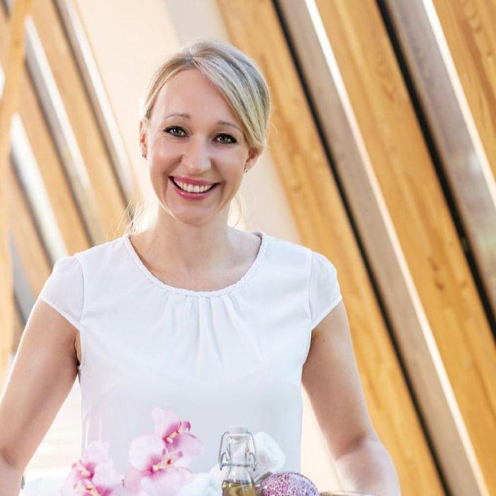 Bianca-Annegret Ohner, Kosmetikerin