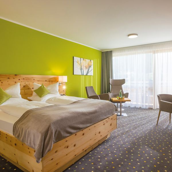 DAS SIEBEN Vier Sterne Superior Gesundheits-Resort - Doppelzimmer Zirbe mit Teppich